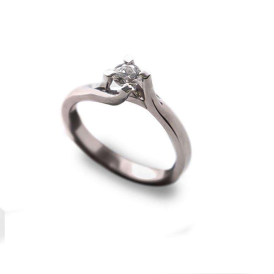 Solitario de compromiso Oro Blanco con diamante  0.15 qts